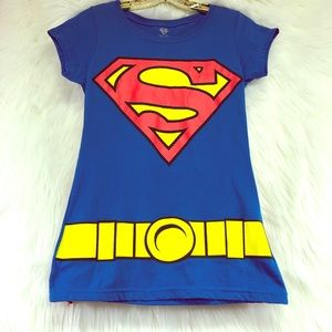 Superman shirt with detachable cape Large